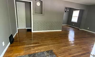 Living Room, 338 Moss Ave, 1