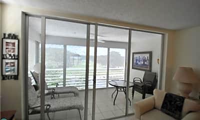 Living Room, 3510 Oaks Way 405, 1