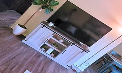 Bedroom, 900 W Rand Rd, 2