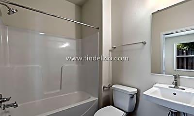 Bathroom, 4235 N Massachusetts Ave, 2