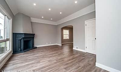 Living Room, 488 Willits St, 1