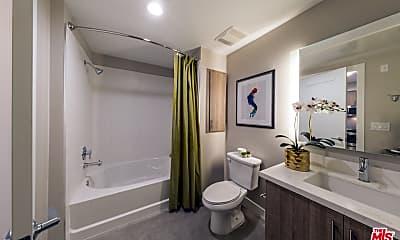 Bathroom, 5520 Wilshire Blvd 207, 2