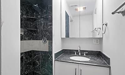 Bathroom, 4413 S Prairie Ave, 2
