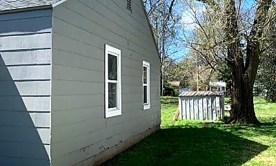 Building, 627 Vernon Ave, 1