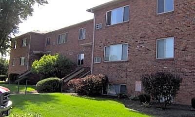 Building, 773 Riverview Dr, 1