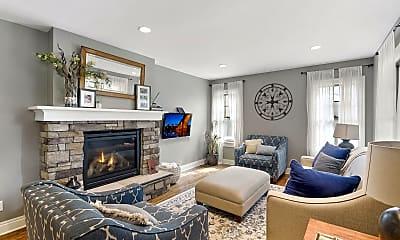Living Room, 1916 Laurel Ave W, 0