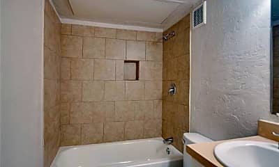 Bathroom, 304 E Mitchell St 11, 2