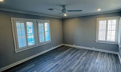 Living Room, 4407 University Blvd, 0