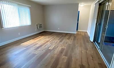 Living Room, 1834 W Greenleaf Ave D, 0