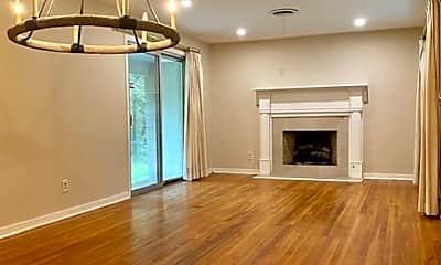 Living Room, 5346 Jamaica Dr, 1