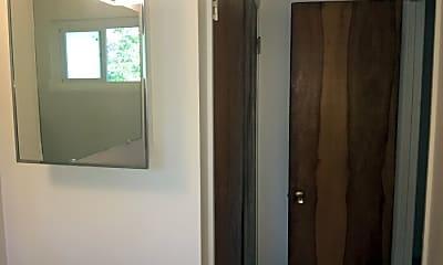 Bathroom, 423 Moran St, 2
