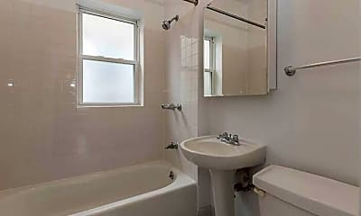 Bathroom, 4874 N Ashland Ave, 1