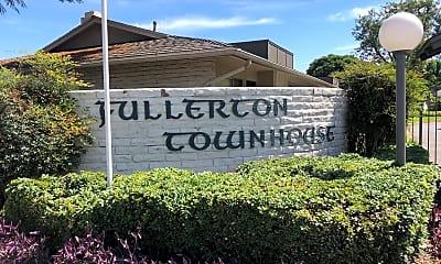 Fullerton Townhouse, 1