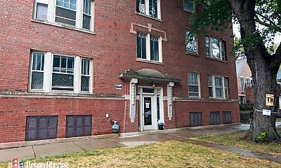 Building, 1970 W Winona St, 1