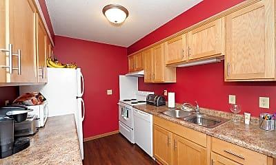 Kitchen, College Living St. Cloud, 0