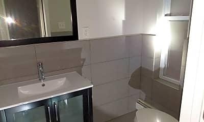 Bathroom, 168 3rd St, 2