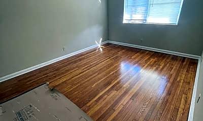 Living Room, 3121 Belden St 4, 1