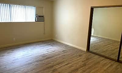Bedroom, 114 E Live Oak St, 2
