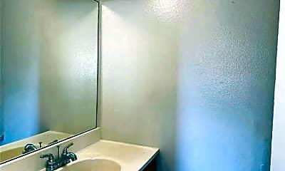 Bathroom, 626 S 6th St A, 2