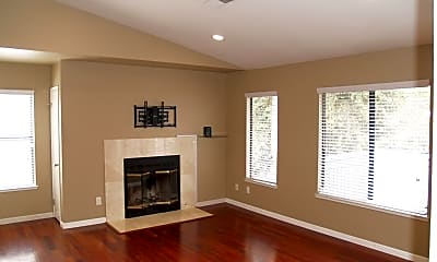 Living Room, 7102 Cross Creek Cir, 1