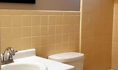 Bathroom, 902 E Sturgis St, 2