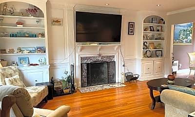 Living Room, 560 W Beech St, 1