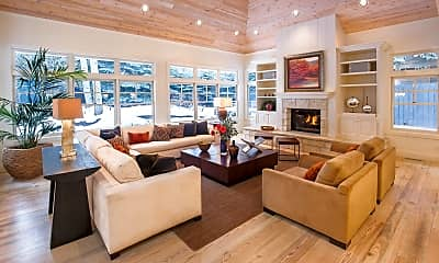 Living Room, 907 Waters Ave, 2