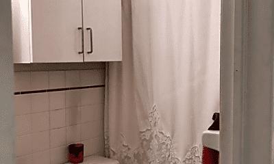 Bathroom, 103 Charles St, 2