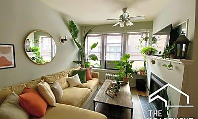 Living Room, 631 W Roscoe St, 0
