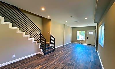 Living Room, 3258 Dundas St, 2