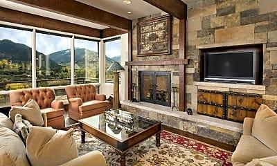Living Room, 185 Nighthawk Dr, 1