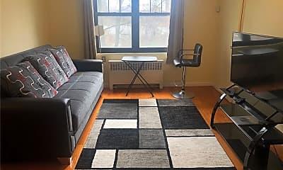 Living Room, 7055 Park Dr E 2, 0