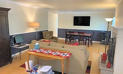 Living Room, 1075 Petie Way, 1