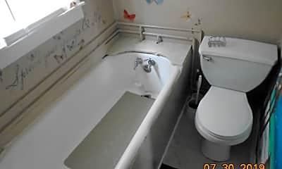 Bathroom, 904 N Franklin St, 2