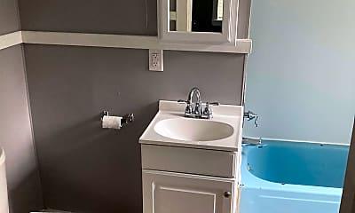 Bathroom, 7 Lynn St, 2