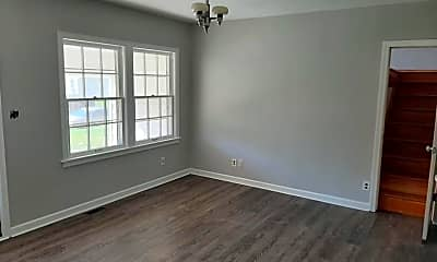 Living Room, 630 N Pinecrest St, 1