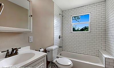 Bathroom, 1001 Neans Dr, 2