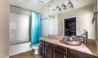 Bathroom, 2305 Worthington St 135A, 2