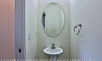 Bathroom, 429 St Francis St, 2
