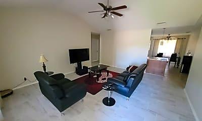 Living Room, 2813 McGill Blvd, 1