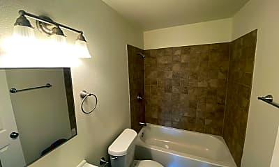 Bathroom, 613 E Rio Grande St, 2