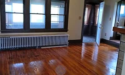 Living Room, 2402 Caledonia St, 1