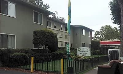 David Avenue, 1
