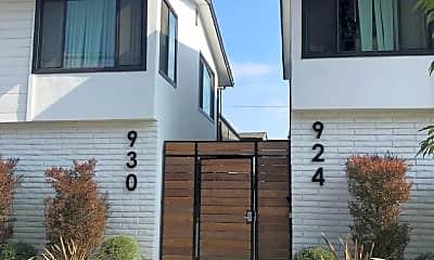 Building, 910 Freeman Ave, 1