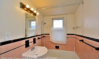 Bathroom, 2831 N 48th St, 2