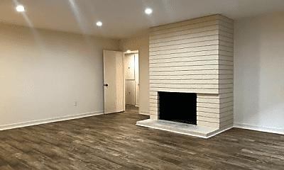 Living Room, 15101 W Magnolia Blvd, 1