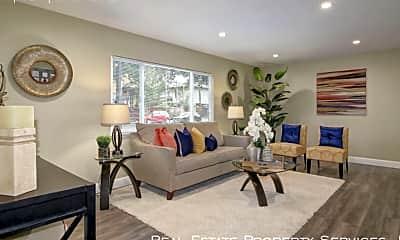 Living Room, 324 E Magnolia St, 1