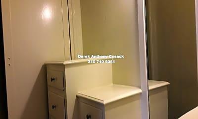 Bathroom, 621 S Gramercy Pl, 2