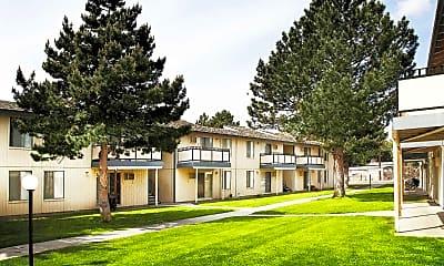Courtyard, Highlander Apartments, 2