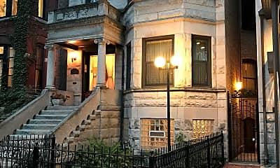 Building, 714 West Briar Place, 0